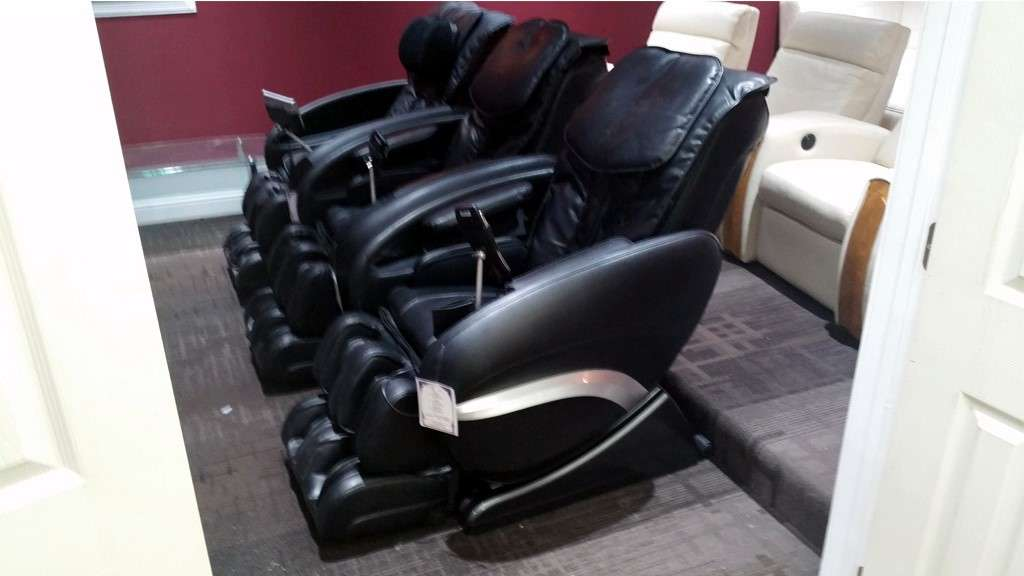 outlet cozzia massage chair with arms