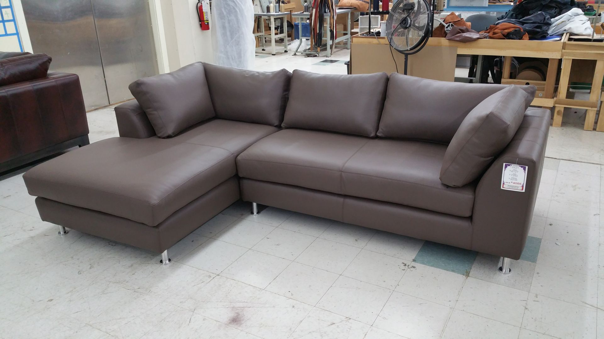 Outlet sofa adrian sofa graphite value city furniture for Sofa company