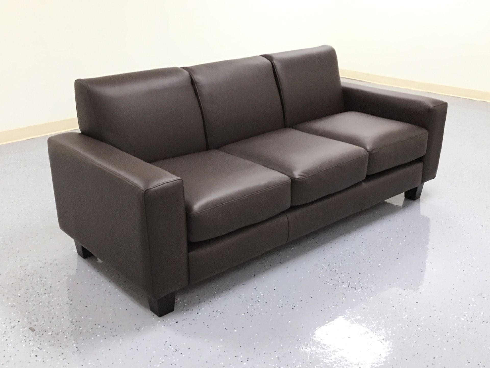 Outlet Store ‹‹ The Leather Sofa pany